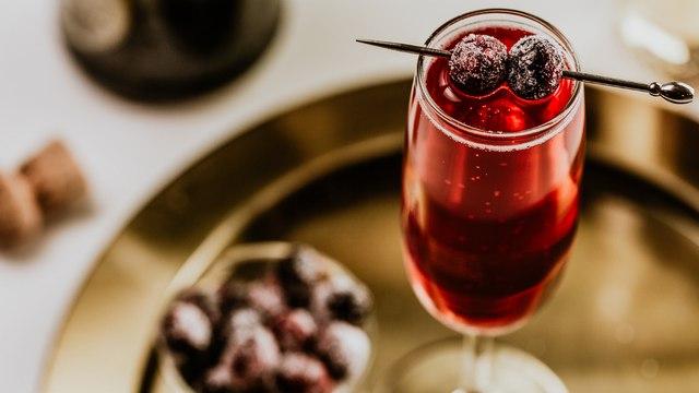 Cranberry-Ginger Mimosa Cocktail Recipe - Liquor.com
