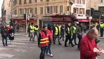 Marseille : le cortège de la CGT arrive place Castellane avec des gilets jaunes