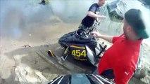 Quand ta motoneige se barre toute seule, traverse un lac et fini dans les bois