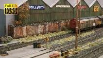 Trains miniatures britanniques à la gare de triage ou à la gare de formation à l'échelle 00 - Une vidéo de Pilentum Télévision sur le modélisme ferroviaire avec des trains miniatures