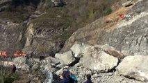Artvin-Borçka Karayolu heyelan nedeniyle ulaşıma kapandı