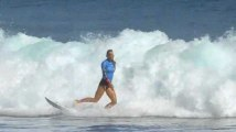 Surf : privée d'un bras, elle bat la n°1 mondiale