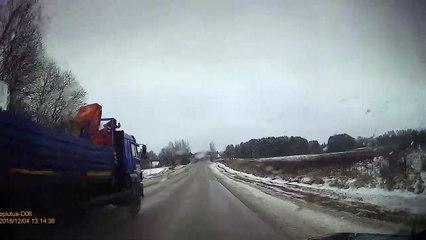 Le conducteur de ce camion a perdu toute sa cargaison !