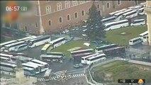 [이 시각 세계] 로마 관광지 도로 점거나선 '대형 버스'