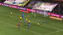 VVV Venlo beat 10-man PEC Zwolle 2-0 in the Dutch Eredivisie