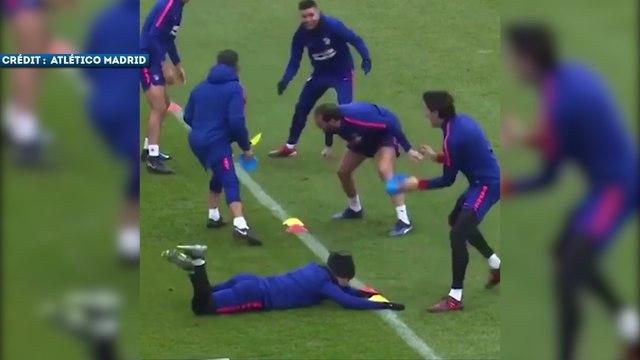 Antoine Griezmann se fait victimiser à l'entraînement de l'Atlético Madrid