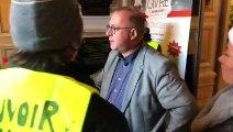 Le maire de Belfort accueille des gilets jaunes en mairie et annonce la mise à disposition de cahiers de doléances en mairie à partir de janvier