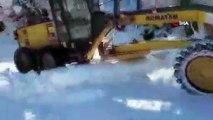 Ovacık'ta okullara kar tatili... Kar yağışı nedeniyle 91 köy yolu ulaşıma kapandı