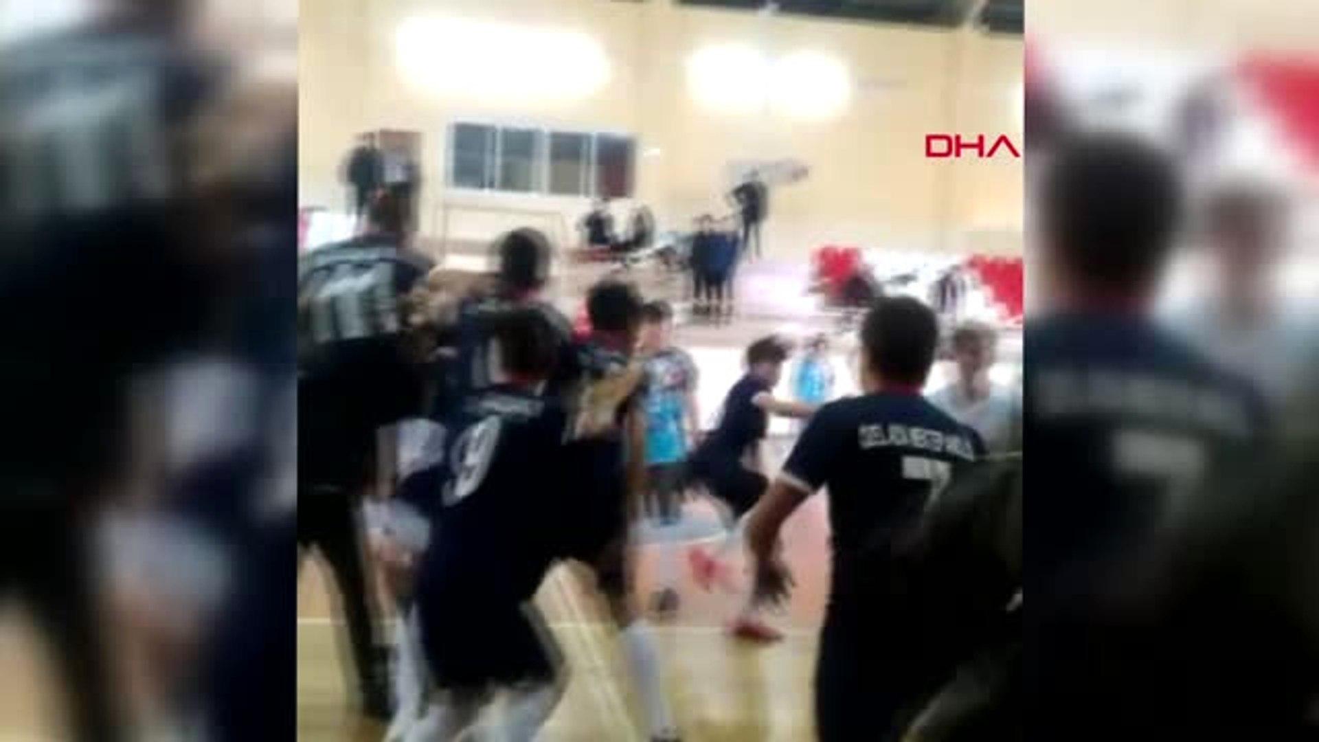 Sakarya Liseli Futbolcular Sahada Tekme-Tokat Kavga Etti