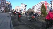 Bu da bisikletli düğün konvoyu...Bisiklet tutkunu çiftin düğün konvoyu da bisikletlilerden oluştu