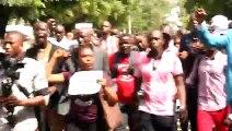 """L'acte 2 de la marche des journalistes à Kaloum avec des slogans """"Sans la presse, pas de démocratie !"""", """"Sans la presse, pas d'Etat de droit!"""""""