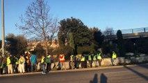 Gilets jaunes - Acte VII : les gendarmes mobiles repoussent les manifestants du rond-point d'Avignon-Nord
