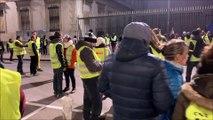 Bourg-en-Bresse : les Gilets jaunes font face aux forces de l'ordre