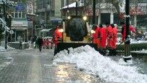 Yoğun kar yağışı sonrası kar temizleme çalışmaları başladı