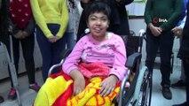 Öğrenciler biriktirdikleri mavi kapakla engelli çocuğa tekerlekli sandalye aldı, öğretmenleri gözyaşlarına boğuldu