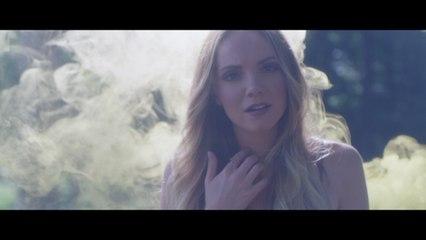 Danielle Bradbery - Hello Summer