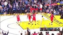 Kevin Durant a les deux pieds dehors et les arbitres ne bronchent pas...