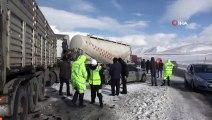 Erzurum'da Zincirleme Trafik Kazası! 10 Araç Birbirine Girdi: 1 Ölü