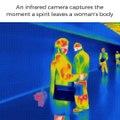 Les rayons infra-rouge capturent une scène amusante avec cette femme