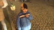 Des enfants obligés de fumer des cigarettes pour une tradition au Portugal