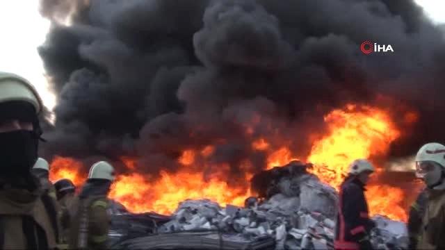 Avcılarda Bulunan Geri Dönüşüm Deposunda Yangın Çıktı