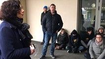 Les parents d'élèves de l'école des Lonnières bloquent l'entrée de la maternelle