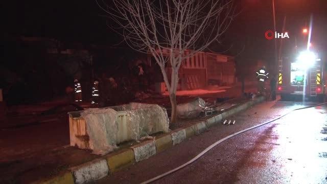 İzmirde Geri Dönüşüm Deposunda Yangın