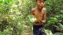 Primitive Technology - Smart boy cooking squid - Eating delicious