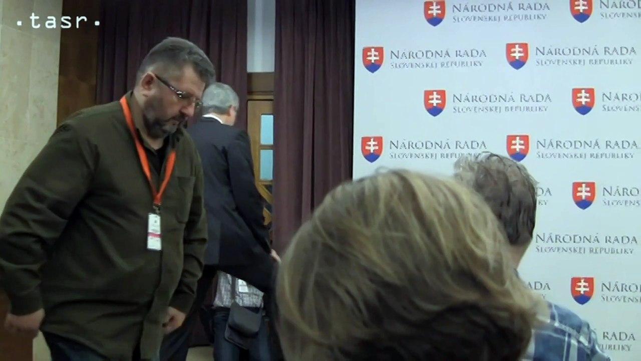 B. Bugár odovzdal podpisy pre svoju prezidentskú kandidatúru