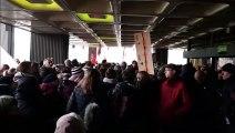 450 personnes manifestent devant l'Eurométropole à propos des rythmes scolaires