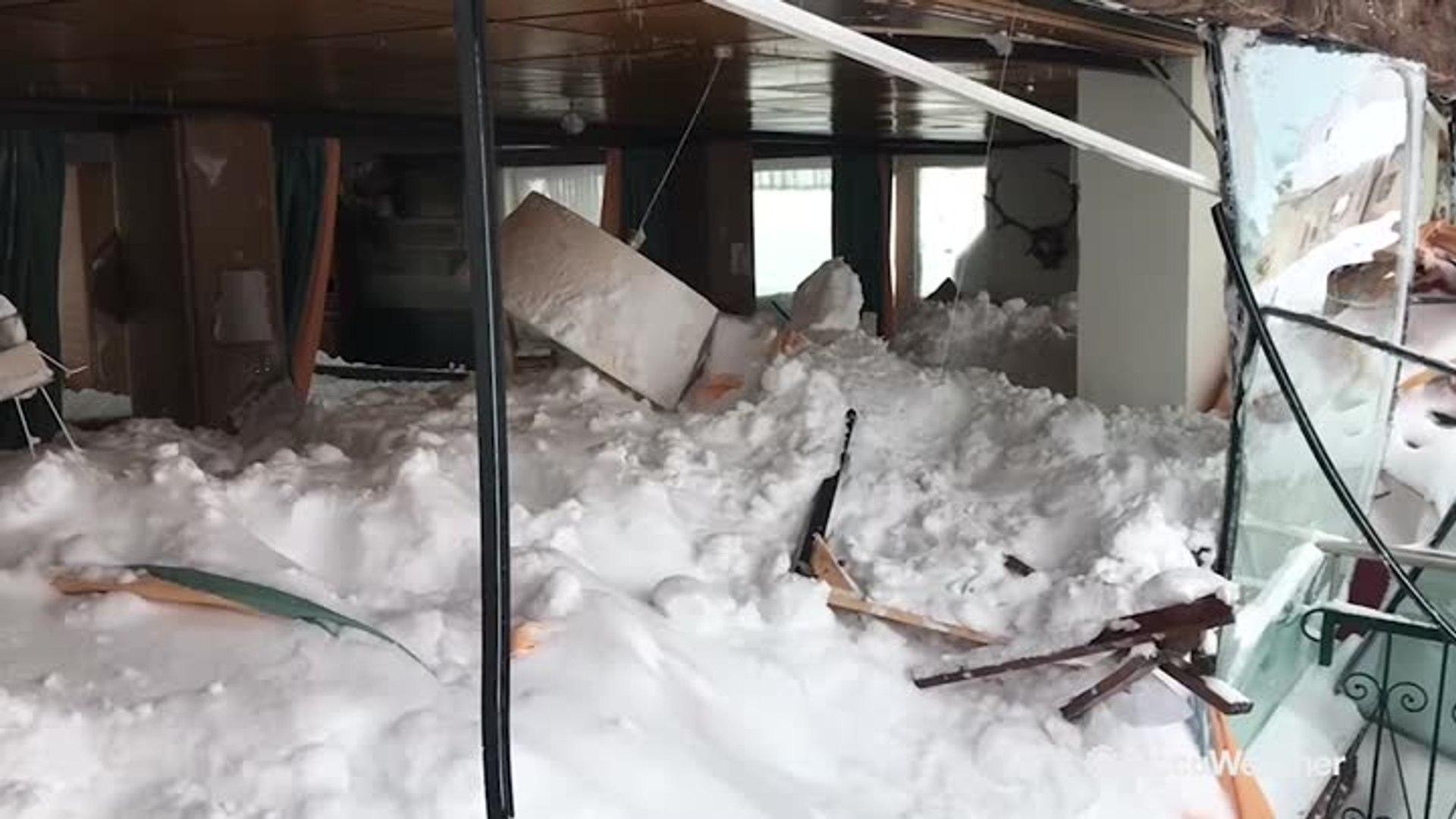 Avalanche buries Austrian hotel