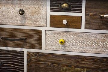 Comment rénover et relooker une commode en bois vintage ?