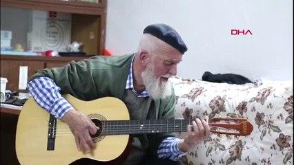 Bursalı 71 Yaşındaki Esender, Ziyaretine Gelen Başkan Aktaş'a Gitarıyla Şarkı Söyledi