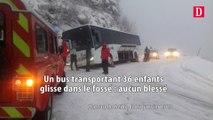 Un bus transportant 36 enfants glisse dans le fossé : aucun blessé