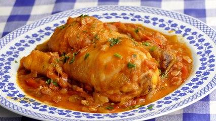 Guiso de pollo al chilindron. Unos muslos cocinados en los mismos JUGOS de las VERDURAS