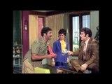 Ninaithathai Mudippavan - MGR gives Cheque