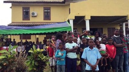 Vidéo : ambiance, ambiance avec les voix de la Tropicale Amissa Bongo