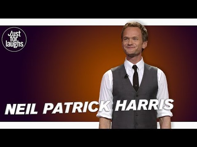 Neil Patrick Harris - Wows Crowd With Magic