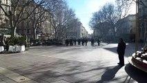 Avignon : les gilets jaunes face aux CRS sur la place de l'Horloge