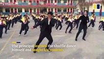 Un directeur d'école fait danser les élèves tous les matins dans une chorégraphie très fun