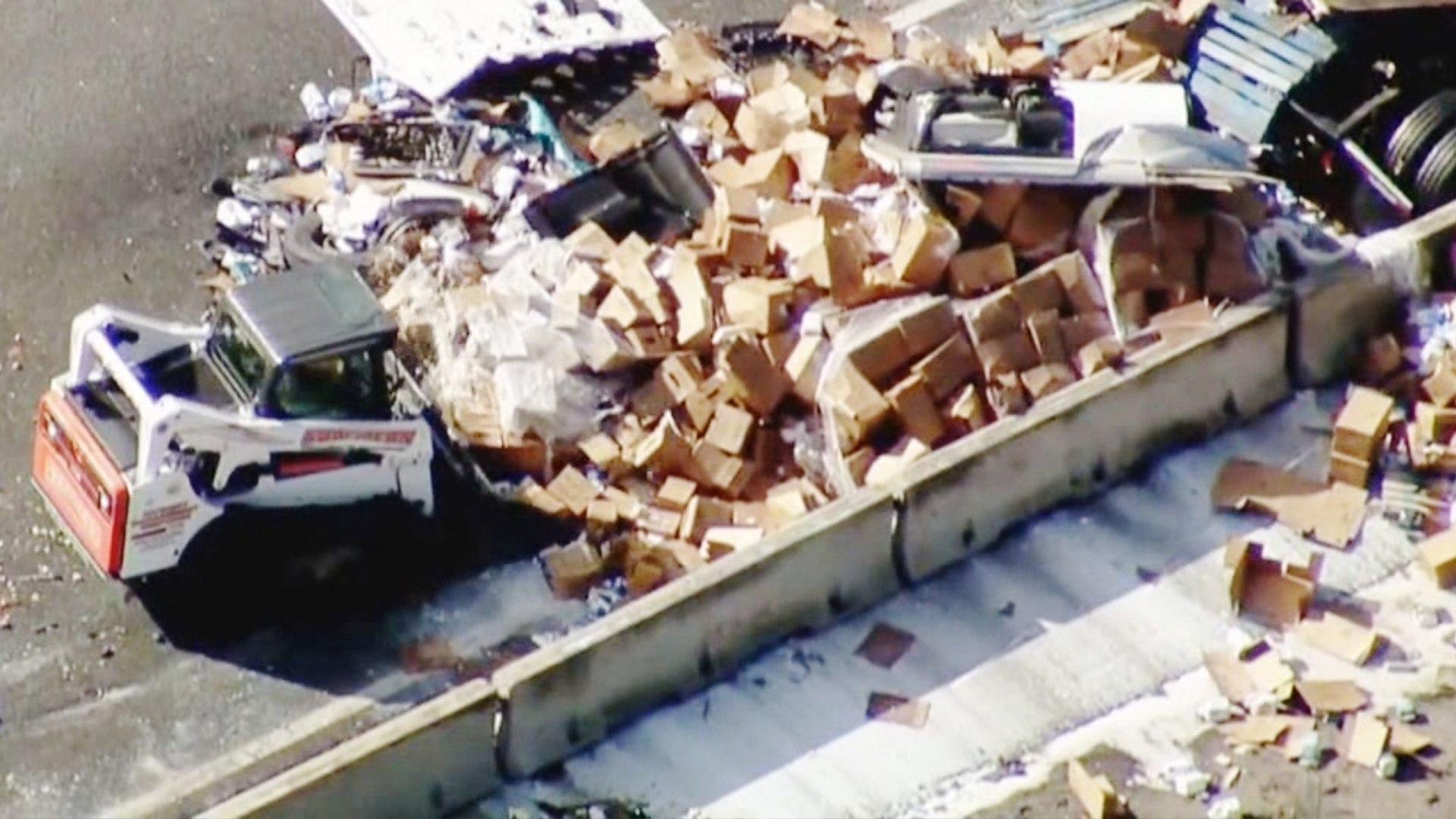Snelweg blank met amandelmelk na ongeval vrachtwagen