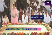 YSRCP Chief YS Jagan & family members pays tributes to Dr.YSR at Idupulapaya - AP Politics Daily