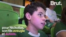 Au Brésil, une mère de famille commente un match de foot pour son fils aveugle
