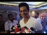 Sonu Sood Reacts on SRK's being detained in US | Bollywood News | Bollywood 2016