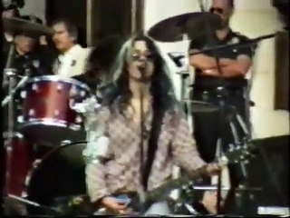 L7 (live concert) - January 24th, 1991, City Hall, Los Angeles (w Dave Grohl of Nirvana on drums)