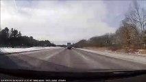 Instant Karma pour un automobiliste qui zigzague entre les voitures sur l'autoroute