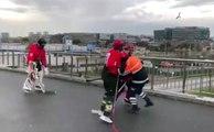 Buz Hokeyi Takımı Temizlik Görevlisine Karşı