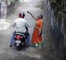 சங்கிலியை பறித்த திருடன்.. விரட்டி பிடித்த போலீஸ்-வீடியோ