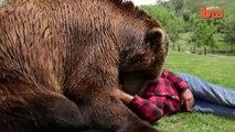 Cet homme vit avec un grizzly comme animal de compagnie