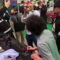 Mike Tyson fume un joint de cannabis au festival de la marijuana